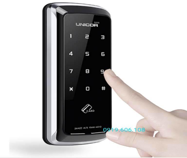 Khóa cửa thẻ từ Unicor UN-325Slà dòng sản phẩm chất lượng giá tốt, quẹt thẻ nhanh, sử dụng mã số ảo, đảm bảo an ninh cho nơi ở của bạn