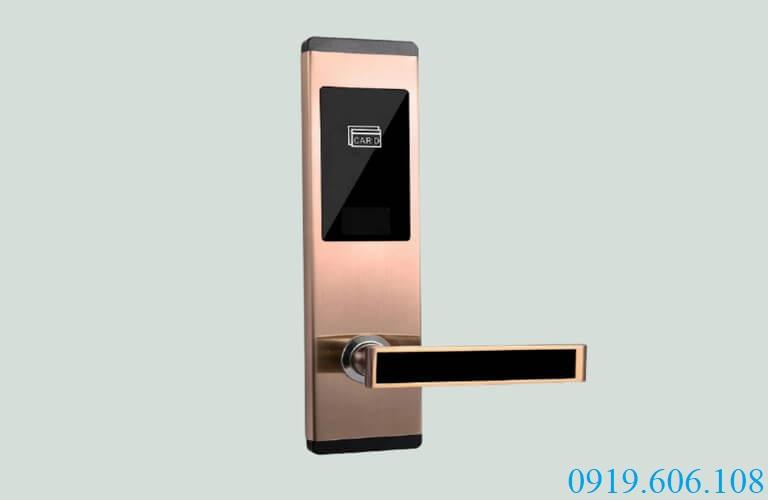Sử dụng khóa cửa thẻ từ khách sạn OneLock HL006 sẽ giúp tránh được các rủi ro trộm cắp, mất đồ