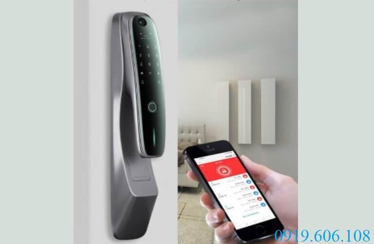 OneLock SC007 kết nối với smartphone giúp bạn đóng mở cửa từ xa, quản lý nhật ký hoạt động của khóa hiệu quả