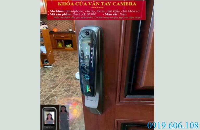 Lắp đặt khóa OneLock SC007 giúp cánh cửa của bạn thêm phần chắc chắn hơn. Bảo vệ được không gian sau cửa an toàn tuyệt đối