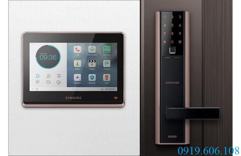 Khóa vân tay Samsung SHP-DH538 có thể kết hợp với màn hình cửa Samsung để sử dụng tiện lợi hơn