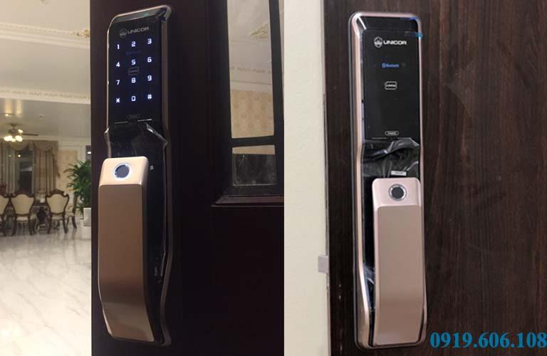 Hình ảnh thật khi lắp đặt khóa cửa thông minh Unicor PM8000BWSK trên cửa gỗ