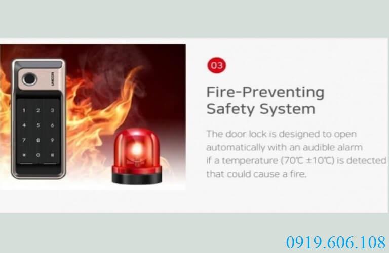 Khóa vân tay Unicor R500-B có hệ thống chuông cảnh báo khi nhiệt độ phòng tăng cao