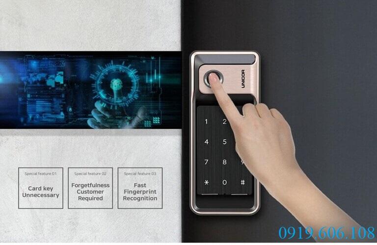Khóa vân tay Unicor R500-B sử dụng công nghệ đọc vân tay hiện đại, tiên tiến dạng lưới với khả năng quét nhanh, chính xác, chống vân tay giả