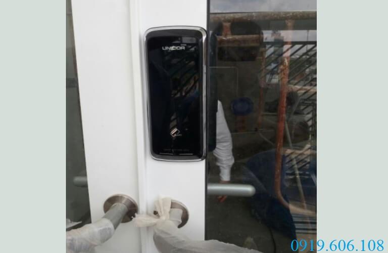 Hình ảnh lắp đặt thực tế khóa Unicor UN-325S-SA