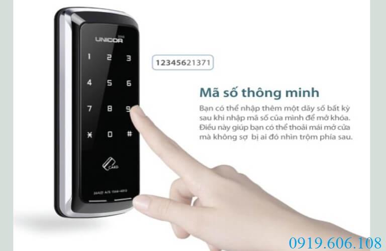Khóa thẻ từ Unicor UN-325S-SA có khả năng tạo mã số thông minh giúp người dùng yên tâm, không lo lộ mật khẩu thật