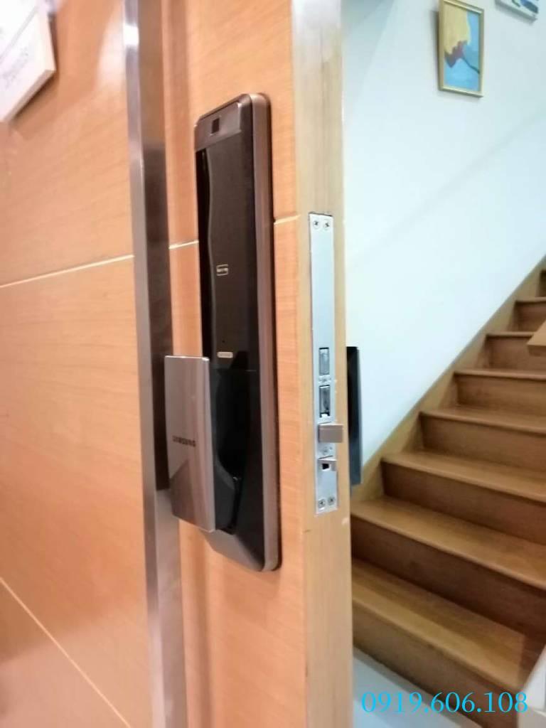 Câu hỏi về khóa cửa vân tay Samsung SHP-DP609