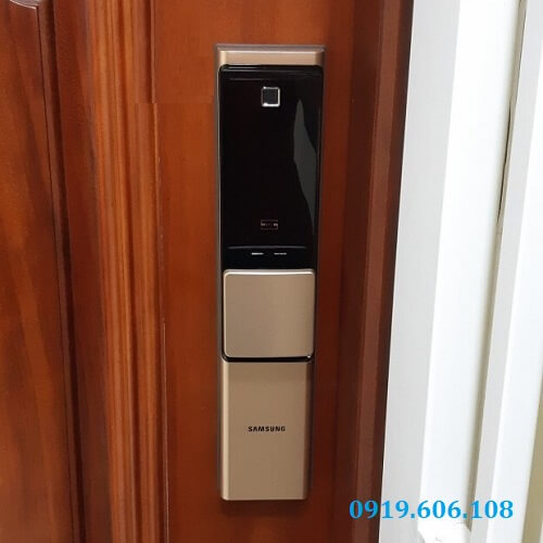 Khóa Cửa Điện Tử Vân Tay Samsung SHP-DR719