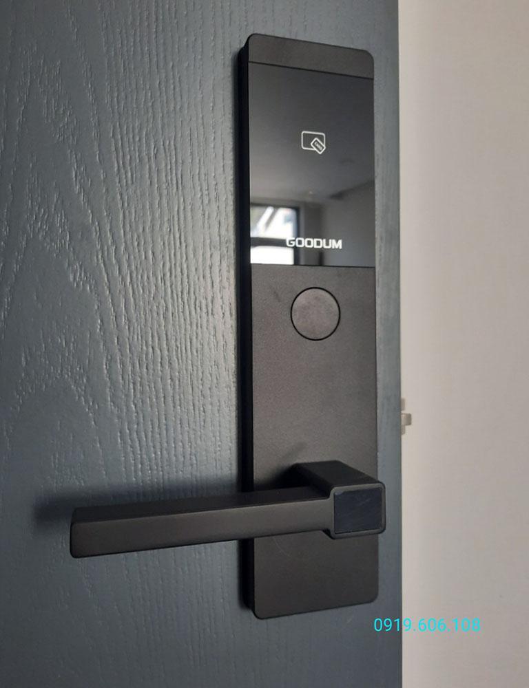 Khóa cửa thẻ từ Goodum V7100 hàng chính hãng cao cấp, lắp đặt nhanh chóng mang lại nhiều tiện ích tối ưu khi sử dụng