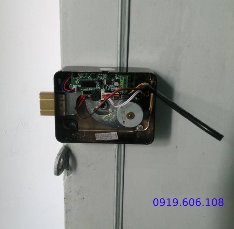 khóa cửa thẻ từ viro smart rim lock VR1200