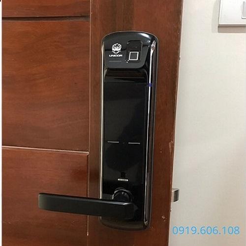 Khóa Cửa Vân Tay Unicor UN-7200BK-F Chính Hãng