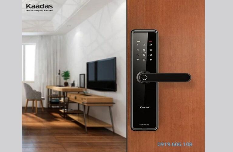 Khóa cửa gỗ được tích hợp đa dạng tính năng nên rất tiện lợi khi sử dụng
