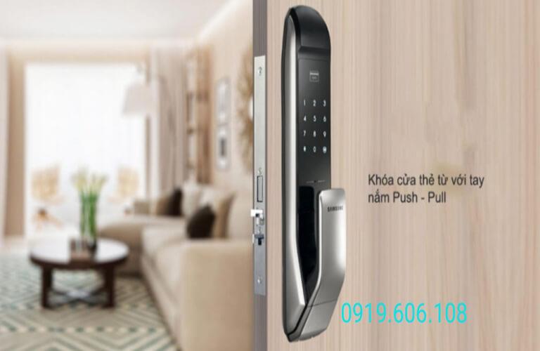 Khóa cửa thẻ từ Samsung SHP P727AK/EN có tay nắm thuận tiện, tính năng nổi bật, độ bảo mật cao