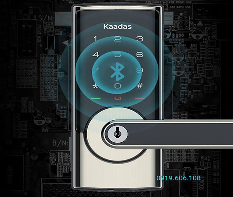 Khóa cửa thông minh Kaadas RX-D có tính năng thông minh mở khóa từ xa qua kết nối Bluetooth trên điện thoại thông minh, cho phép mở khóa ở khoảng cách xa đến 20m