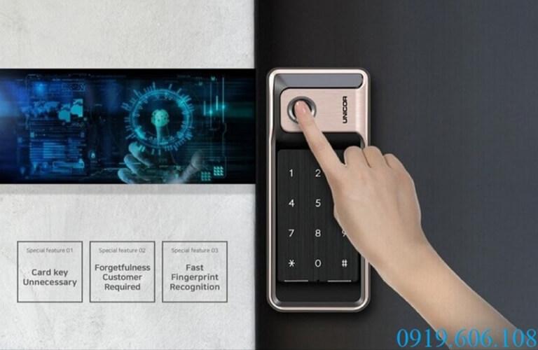 Khóa vân tay cửa sắt Unicor R500-B tích hợp công nghệ vân tay hiện đại, nhận diện mở khóa nhanh, độ bảo mật cao