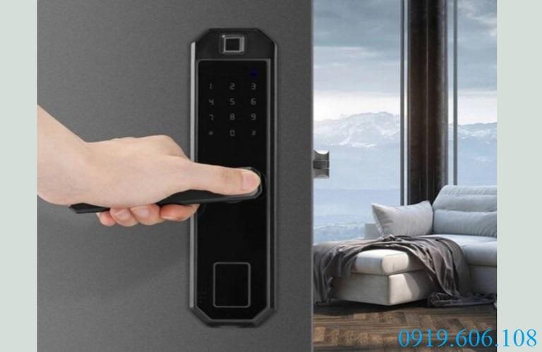 Khóa OneLock WS001 thiết kế hiện đại, mạnh mẽ, đảm bảo an toàn tối ưu cho không gian sống của người sử dụng