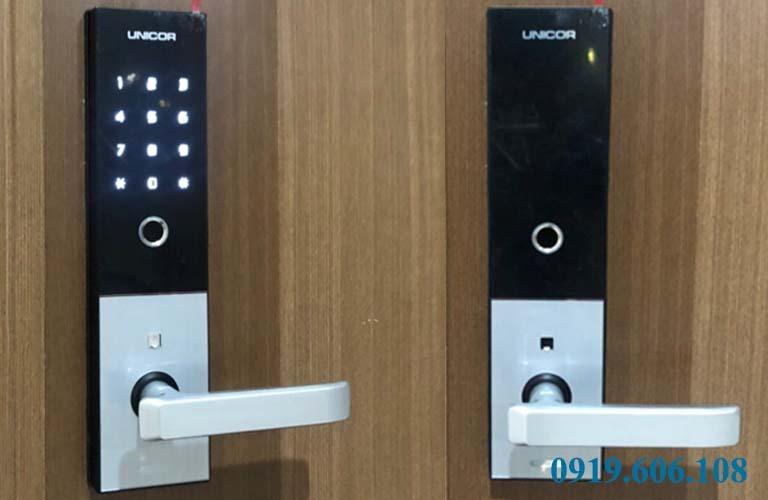 Khóa cửa điện tử dùng cho cửa gỗ Unicor M6700BK chính hãng