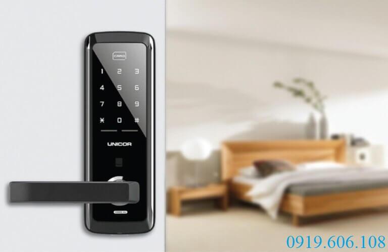 Khóa thẻ từ Unicor Titan 3250SK kiểu dáng tinh tế, mang lại sự sang trọng cho nơi ở của bạn