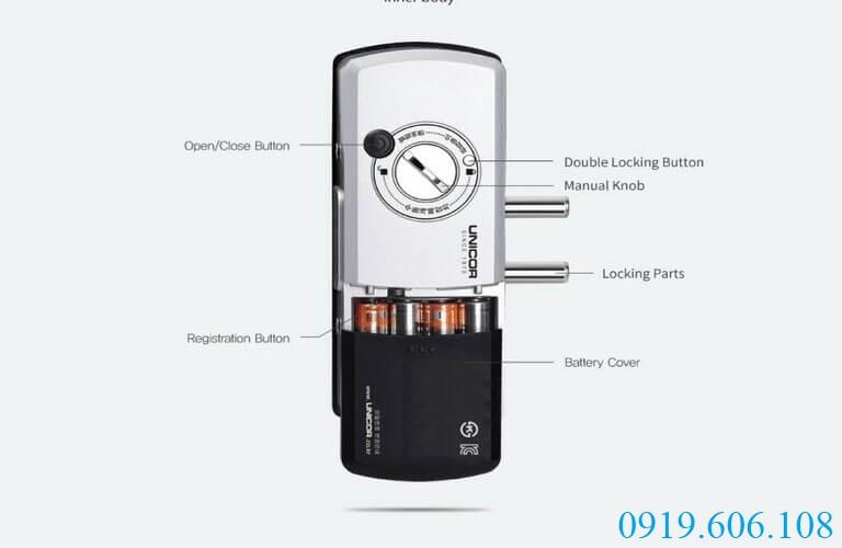 Khóa cửa thẻ từ Unicor UN-325S-GL có thể thay pin dễ dàng, vị trí đặt pin nằm ở thân khóa trong