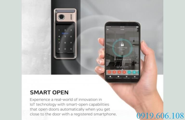 Chức năng điều khiển mở khóa thông minh Unicor VR500-BW bằng bluetooth trên điện thoại vô cùng tiện lợi