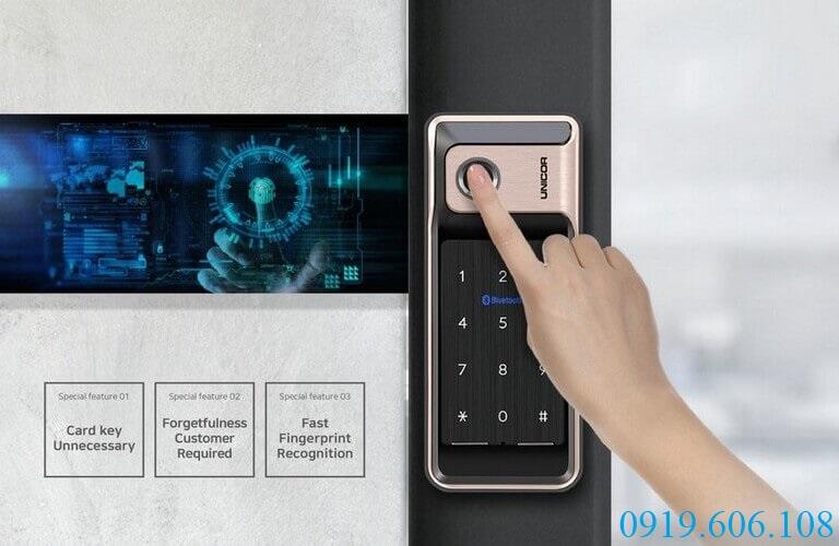 Khóa vân tay thông minh Unicor WR500-BW-SA với công nghệ vân tay siêu nhạy, chỉ một chạm mở cửa cực nhanh