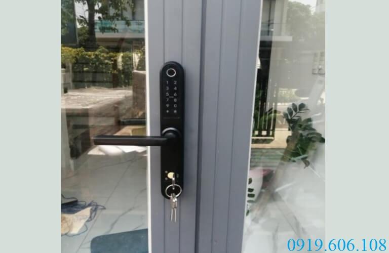 Khóa cửa điều khiển từ xa Xingfa Viro VR-S31B có thiết kế nhỏ gọn nhưng được tích hợp nhiều tính năng mở cửa tiện dụng