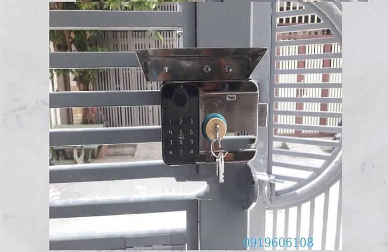 Khóa điện tử cổng sắt Viro Smart VR-1200D