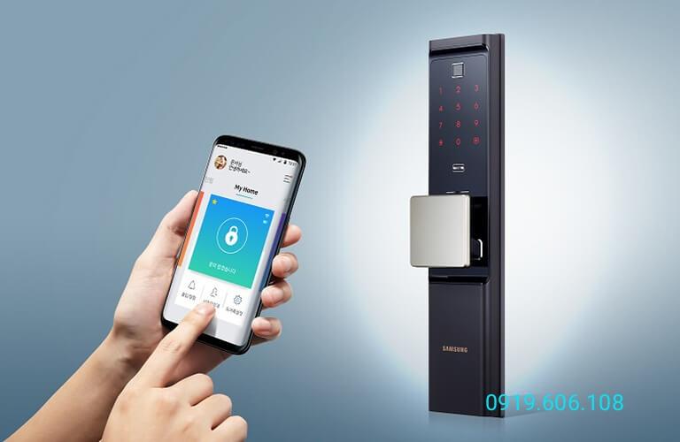 Với một số dòng khóa cửa điện tử chung cư thông minh bạn có thể kiểm soát lịch sử ra vào khóa thông qua app trên điện thoại thông minh cực kỳ tiện dụng