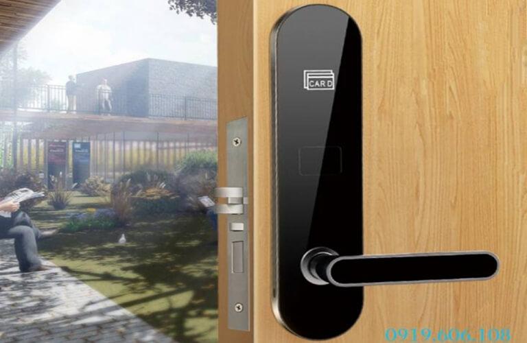 Khóa cửa Onelock dòng khóa thẻ từ chất lượng tốt, mang lại nhiều hiệu năng nổi bật khi sử dụng